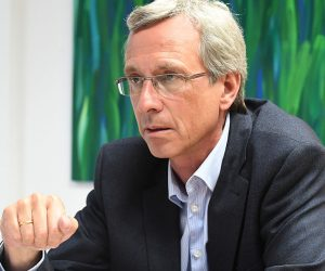 Dr. Eckart Lensch