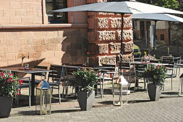 Wangenrot Terrasse Weinbar
