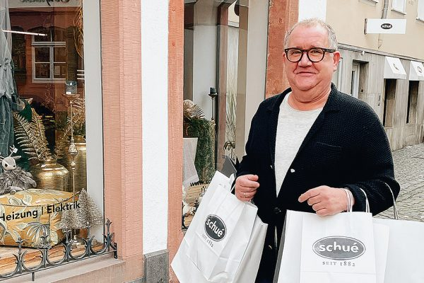 Theo shoppt, Schué