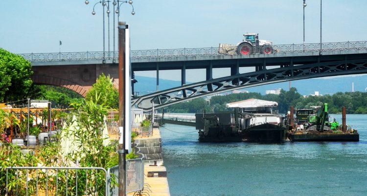 Mainzer Rheinufergestaltung+Arbeitsschiffe Casian Carl